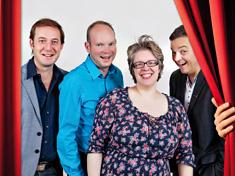 Comedy-Company mit Vorhang